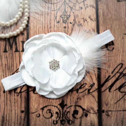 Fehér tollas hajpánt keresztelőre